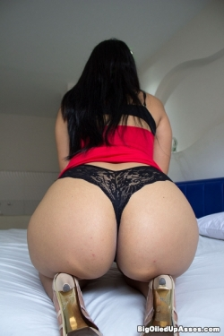 image Bubble butt busty latin milf julianna vega